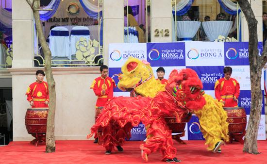 Toàn cảnh lễ khai trương TMV Đông Á 4